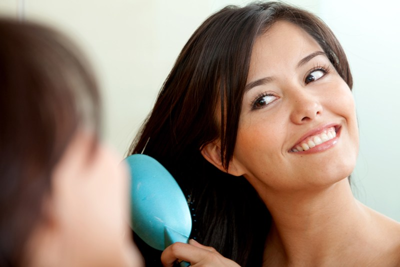 Jak nafta kosmetyczna działa na włosy? Właściwości, efekty i zastosowanie