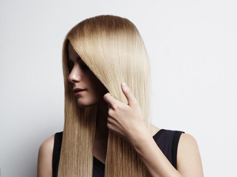 Jak wyprostować włosy bez użycia prostownicy?