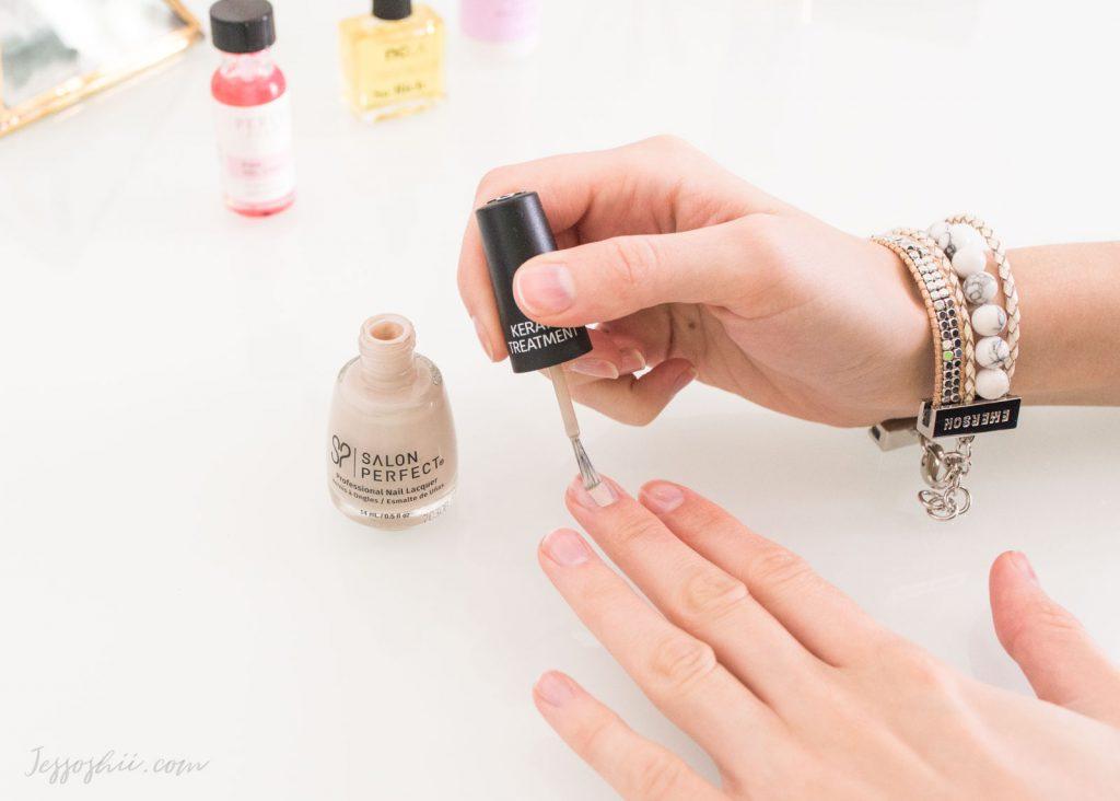 Domowe sposoby na łamliwe paznokcie. Jak je wzmocnić?