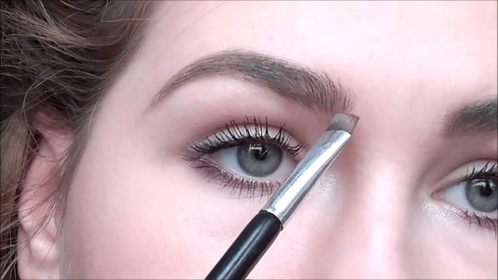 Brwi i makijaż – czym je malować i pielęgnować?