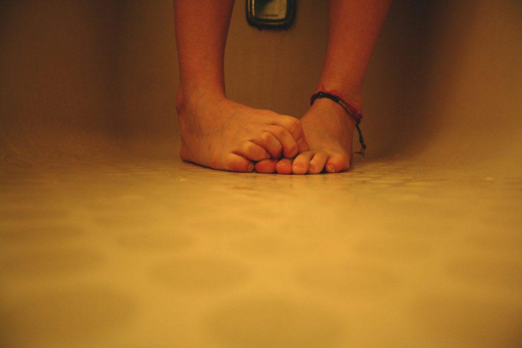 Nadmierna potliwość stóp: przyczyny i sposoby