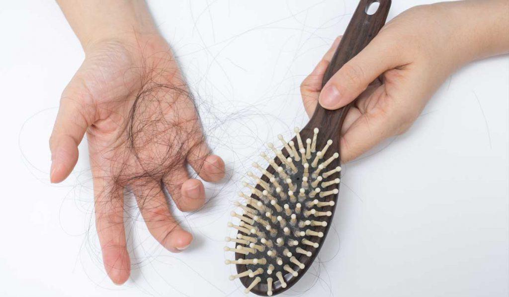 Jak dbać o włosy przy niedoczynności tarczycy?