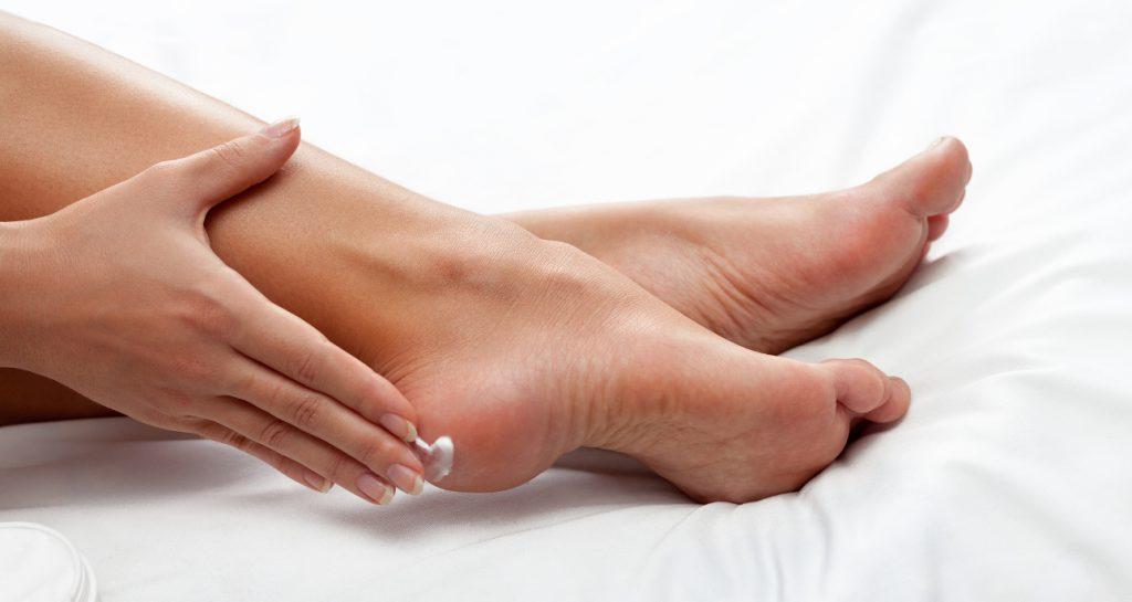 Jak efektywnie wyleczyć pękające pięty?