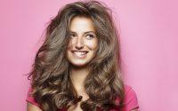 PIĘĆ sposobów na piękne włosy. Co stosować?