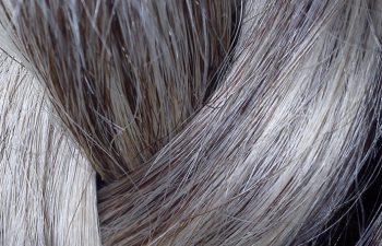 jak dbać o siwe włosy?