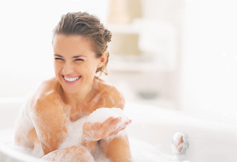 Ile wody potrzebuje skóra? O nawilżaniu ciała