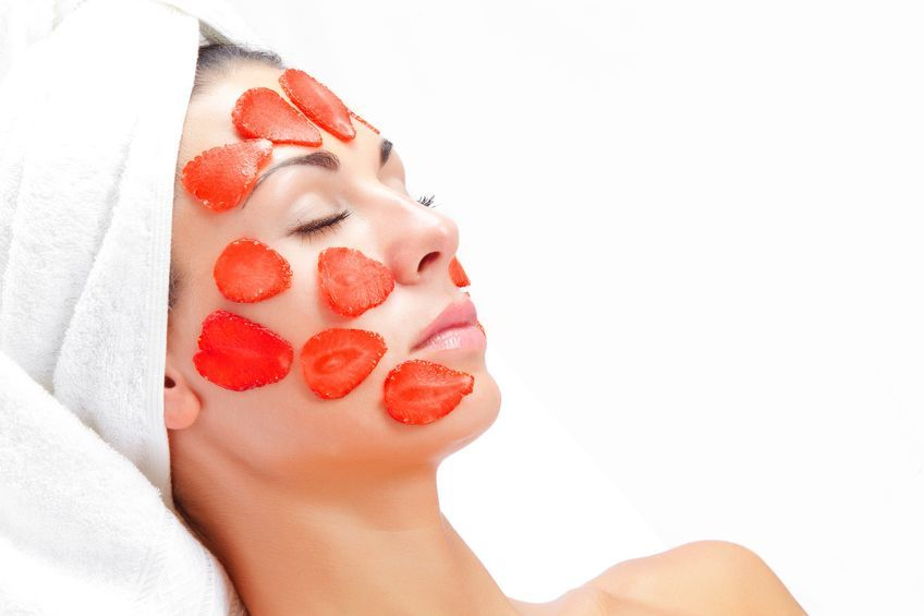 Truskawka – właściwości, wpływ na skórę i przepisy na domowe kosmetyki z truskawek
